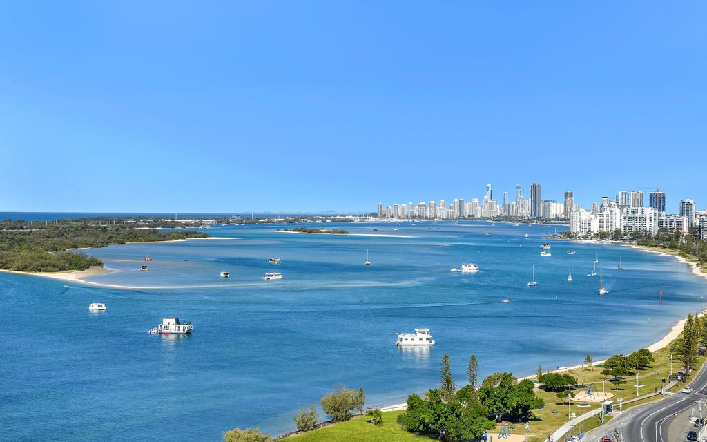 SENSATIONAL LUXURY OCEANFRONT LIVING WITH MARINA BERTH! SUPREME QUALITY AND STYLE ON OFFER IN THIS FANTASTIC VALUE SKY HOME