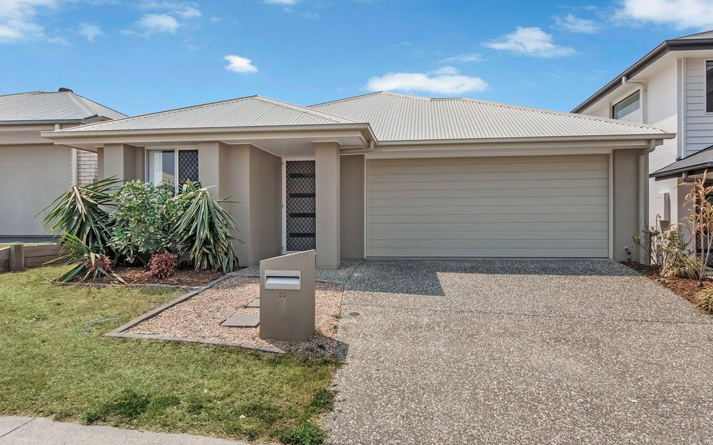 WELL-APPOINTED FAMILY HOME! GREAT LOCATION