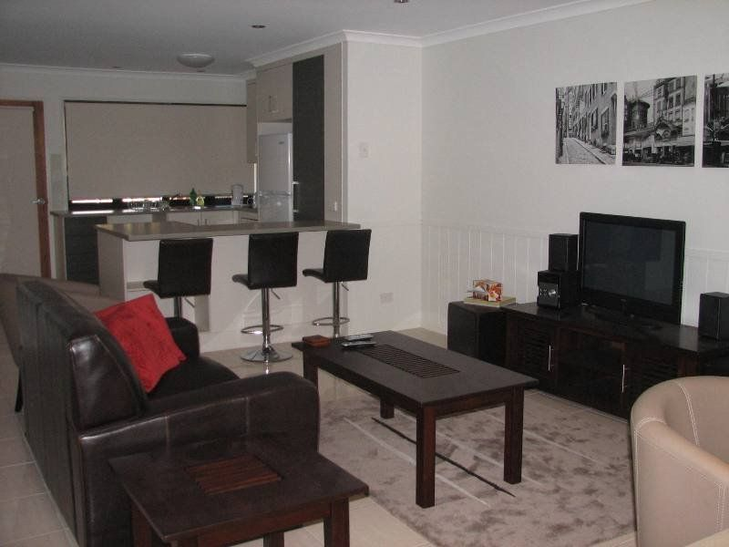 Modern Affordable Furnished 2 Bedroom Unit