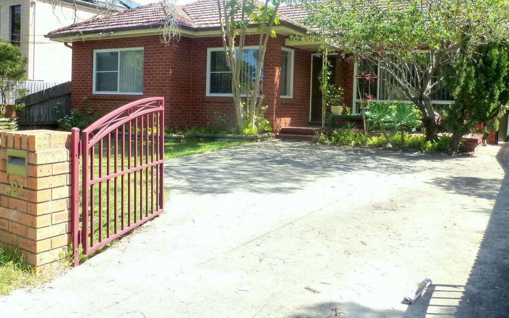 GREAT  FAMILY HOME IN SORT AFTER AREA