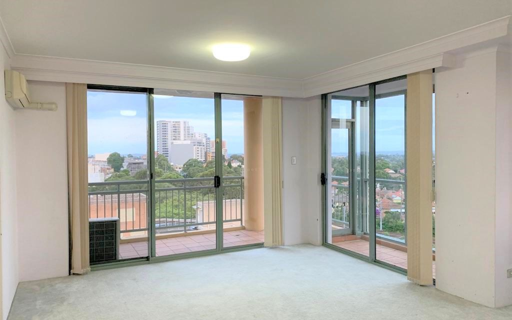 Freshly painted spacious top floor 3 bedroom apartment