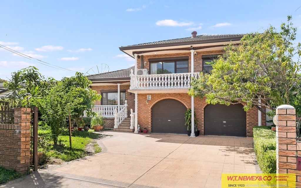 SPACIOUS FAMILY HOME-READY TO MOVE IN