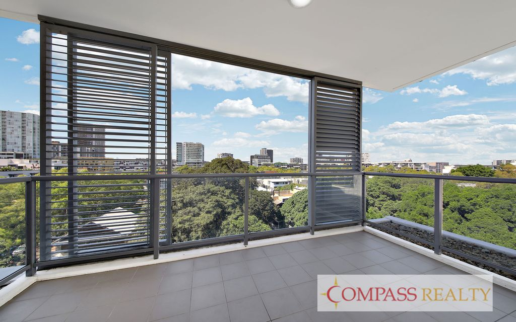 Panoramic View on 8th Floor – 2 Bedroom Zetland Apartment