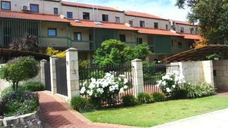 3 X 2 UNFURNISHED, DOUBLE STOREY TOWNHOUSE, AMAZING RIVER & CITY VIEWS!