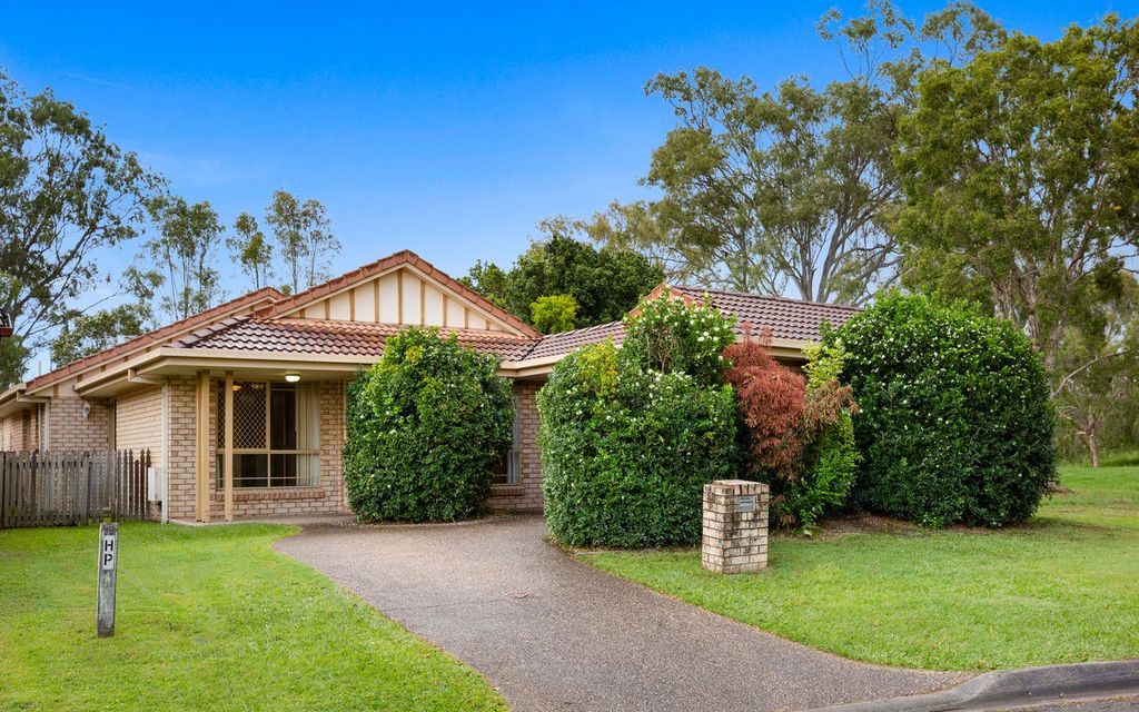 LOW-MAINTENANCE FAMILY HOME IN THRIVING WAVELL HEIGHTS HOTSPOT