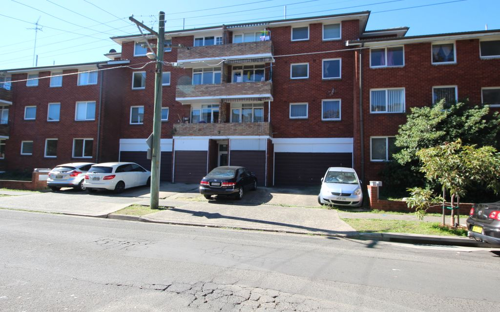 Quiet and peaceful location 3 bedroom unit with lockup garage