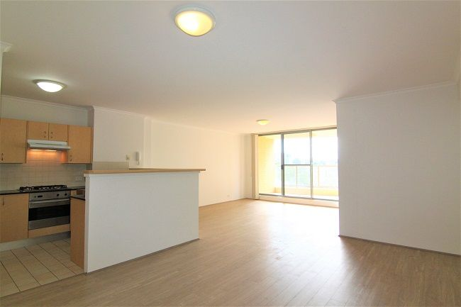 Renovated North Facing 2 Bedroom Apartment with new floorboard*