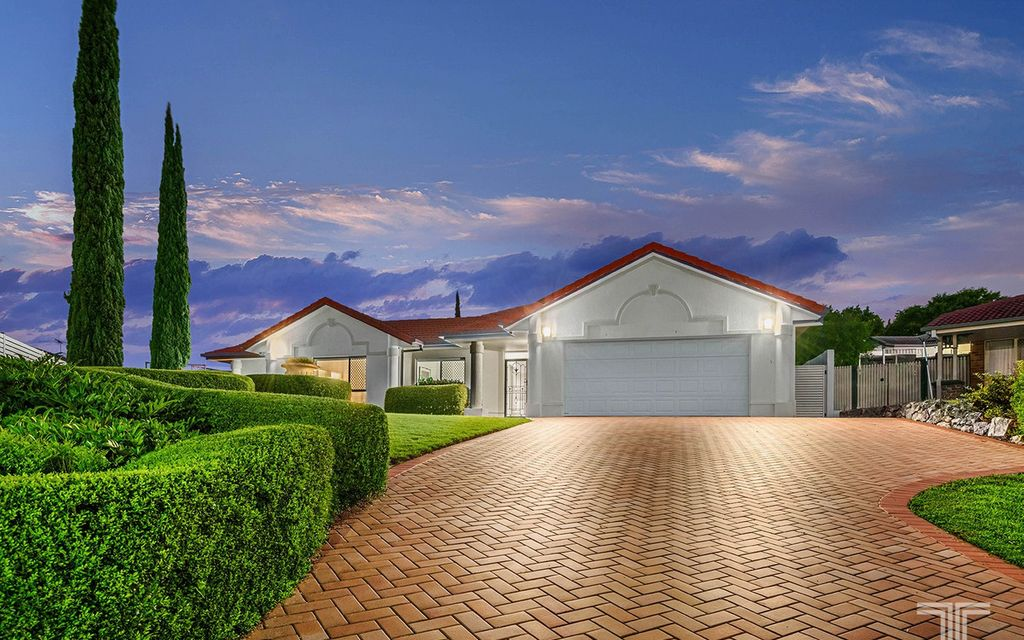 Expansive Family Lowset Perched Atop 986m2