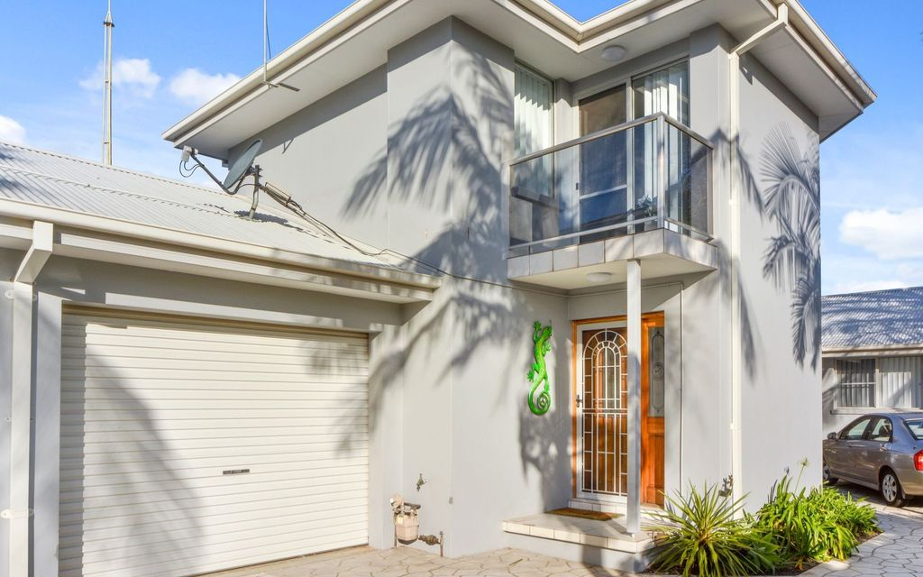 Well presented 2 bedroom townhouse