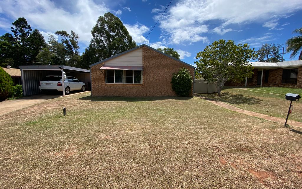 Neat & Tidy 3 Bedroom House Close to Town