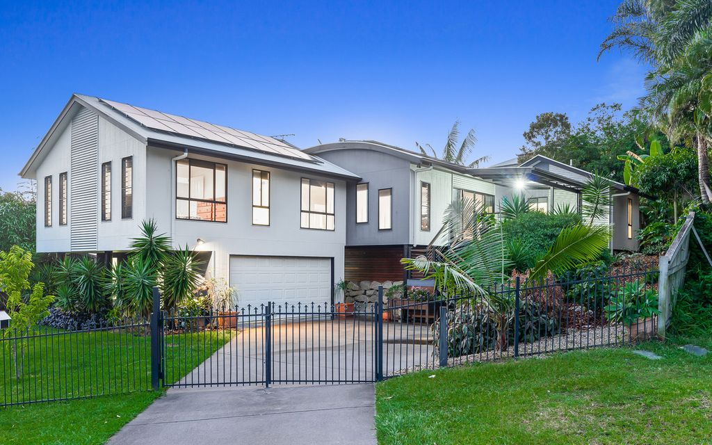 Ideal Family Entertainer on 970m2