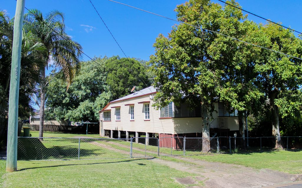 3 BEDROOM HIGHSET HOME WITH REAR YARD ACCESS-EASTERN HEIGHTS