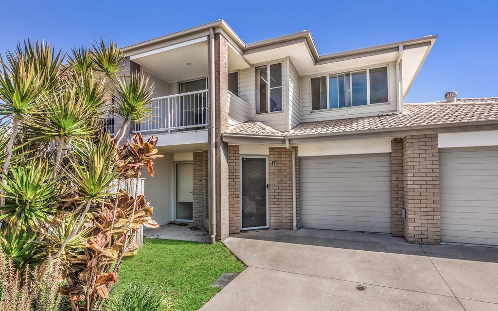 OUTSTANDING INVESTMENT OPPORTUNITY IN GATED COMMUNITY WITH ON-SITE MANAGER