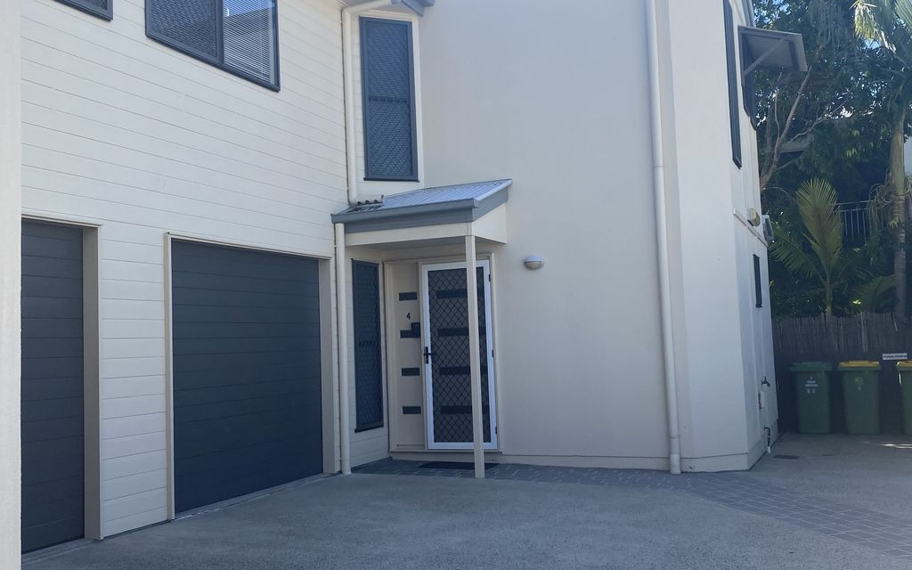 Lovely Townhouse in a quiet complex of only 4 – Centrally located !!