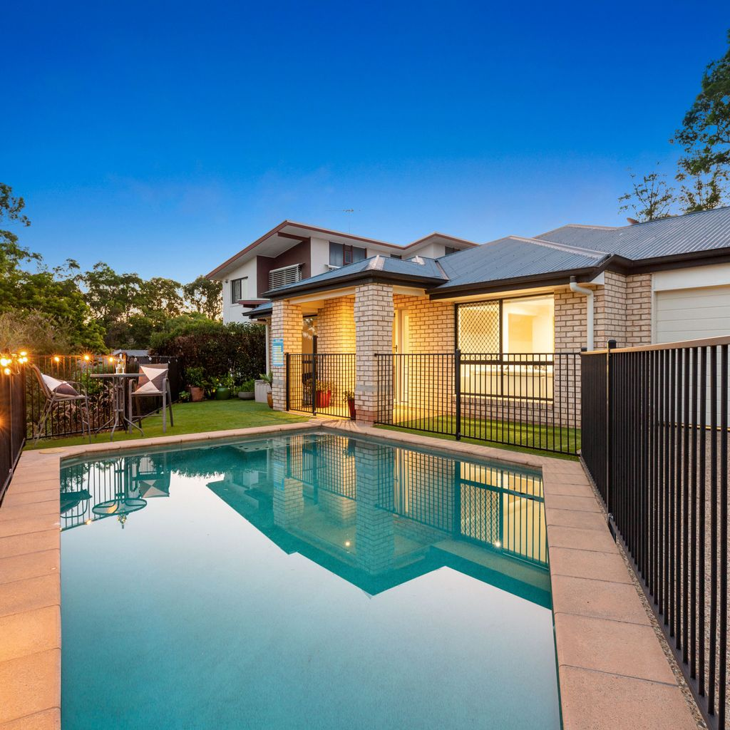 MODERN FAMILY ENTERTAINER – FIVE BED PLUS ELEVATED POSITION