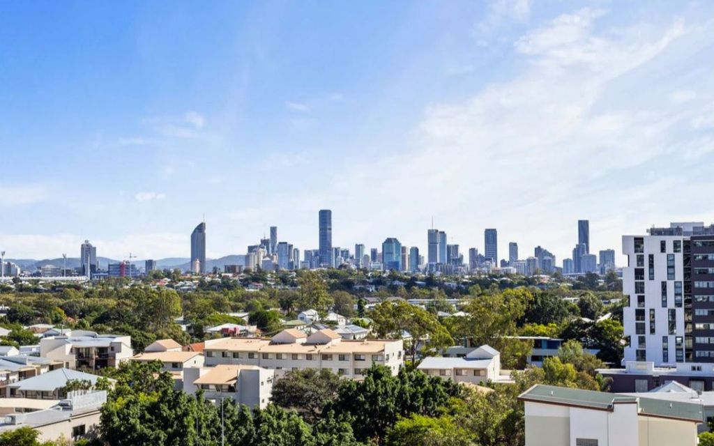 Furnished or Unfurnished with skyline city views!