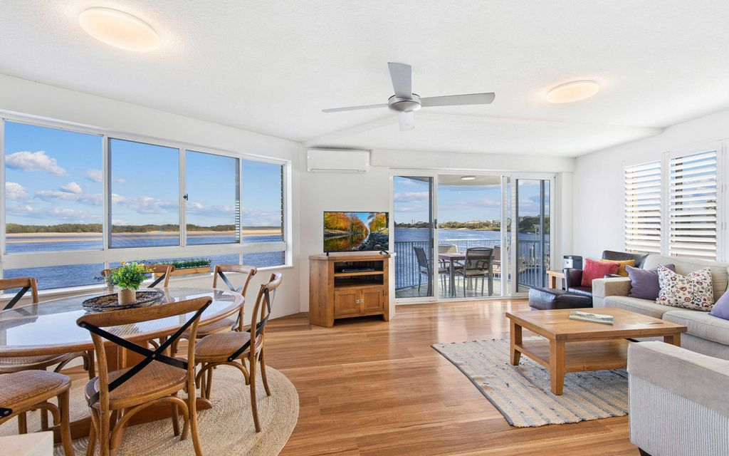 Mesmerising Views – Tightly Held – Direct Waterfront Position