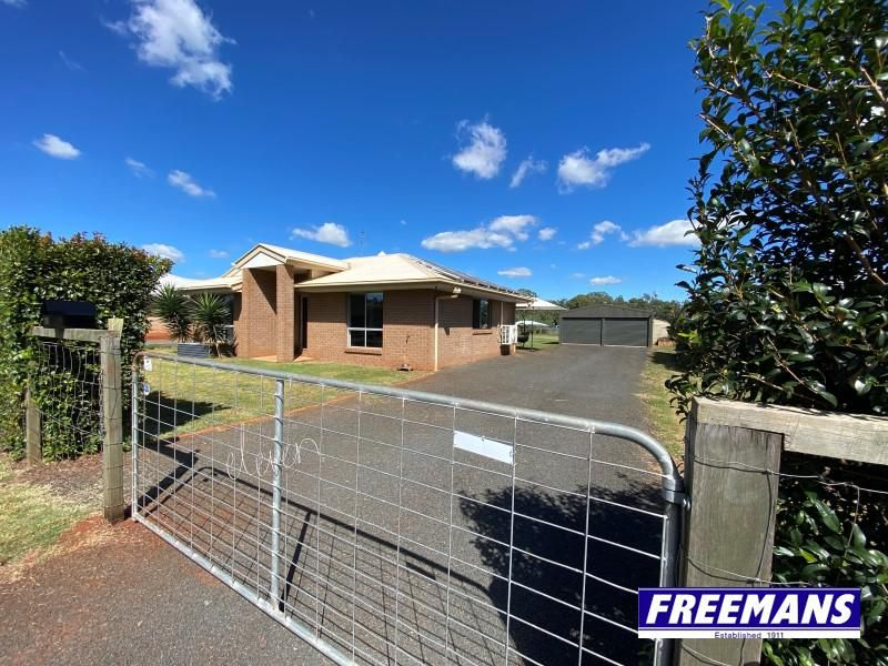 Ensuite Brick home with, bore & solar on 1,5432m2 allotment