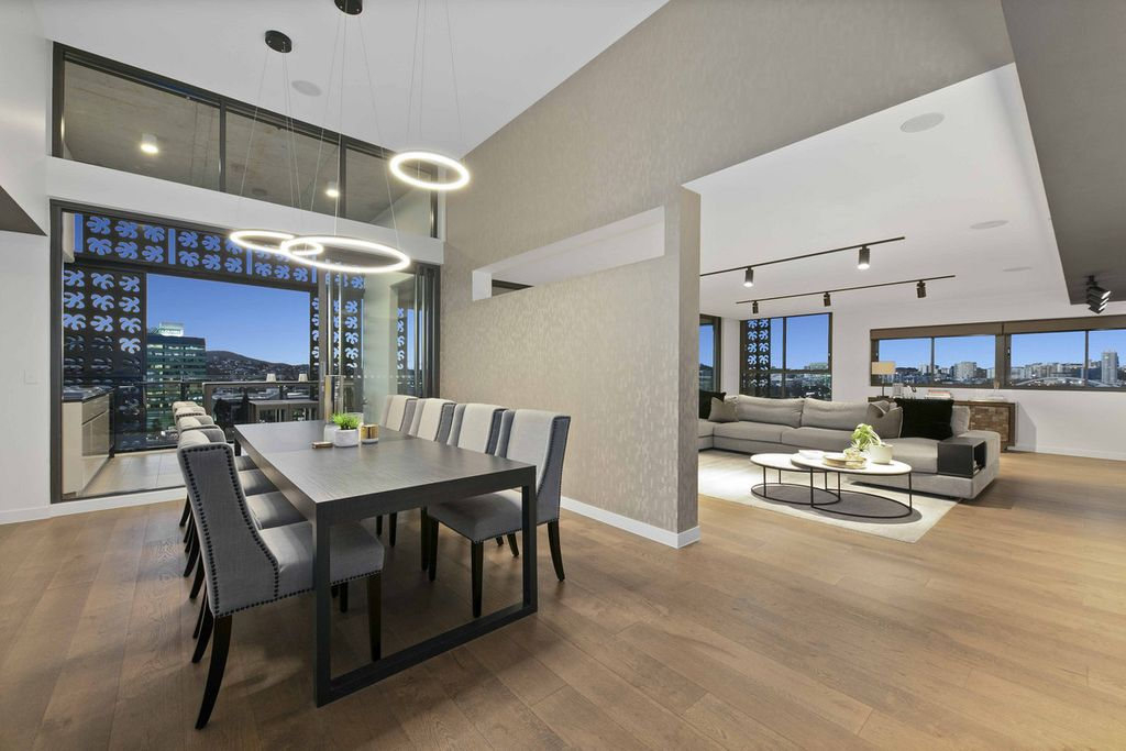 Absolute Riverfront – Exquisite Penthouse Living