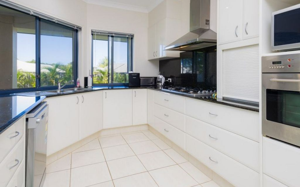 Spacious Coomera Waters Family Home on 745m2