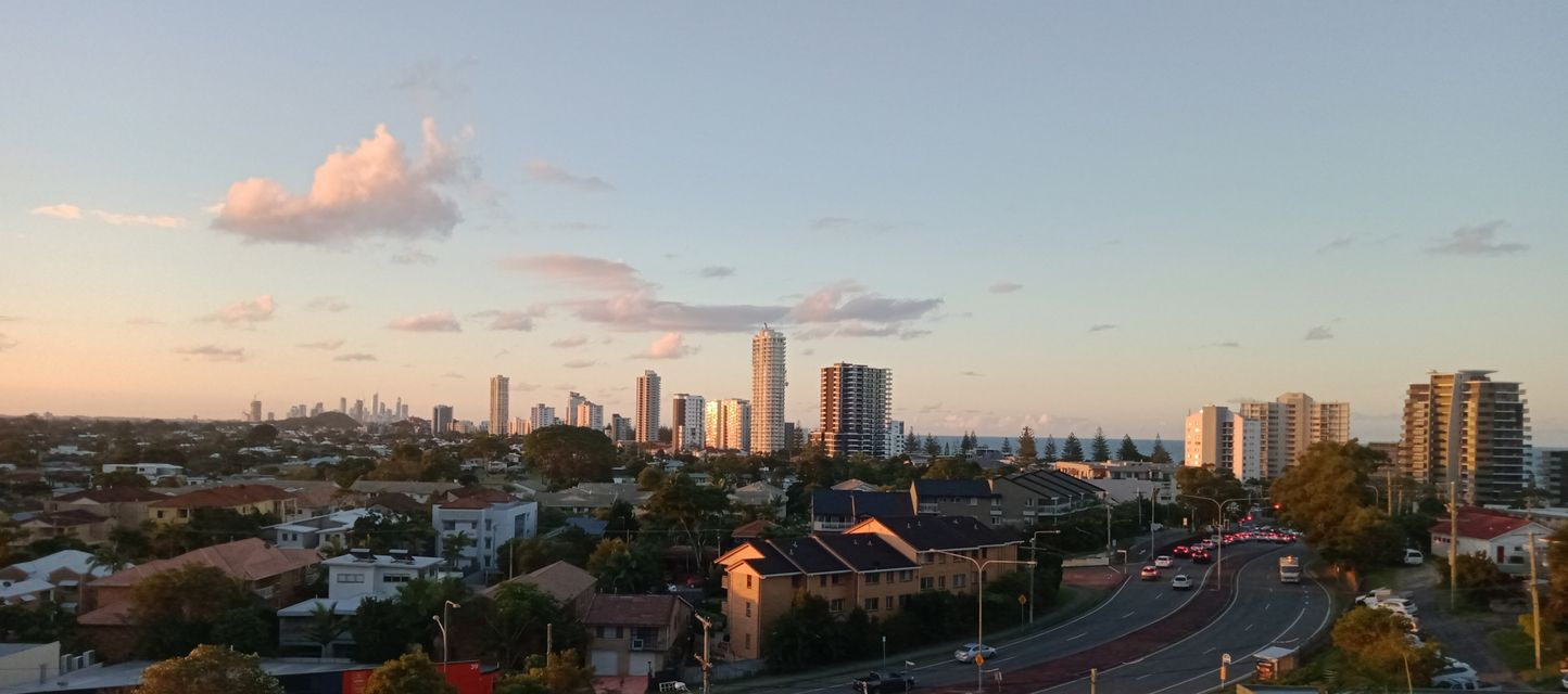 2 Bedroom Apartment, Heart of Burleigh Heads