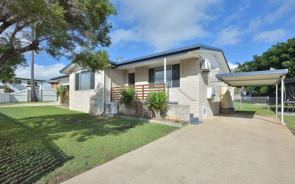 Lovely lowset home in Clinton…Move straight in!