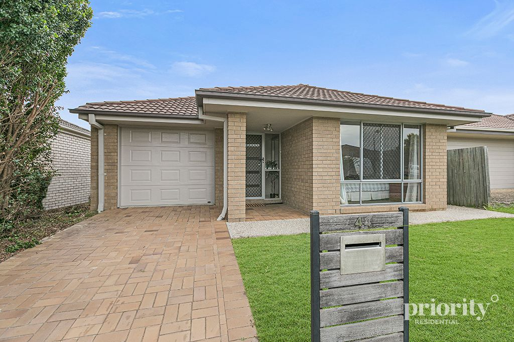 WALK TO SCHOOL, MODERN FAMILY LIVING OR PERFECT INVESTMENT!