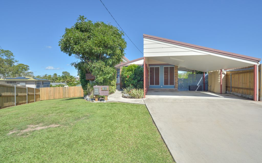 It's got the lot… 4 Beds, Pool, Solar & Side access!