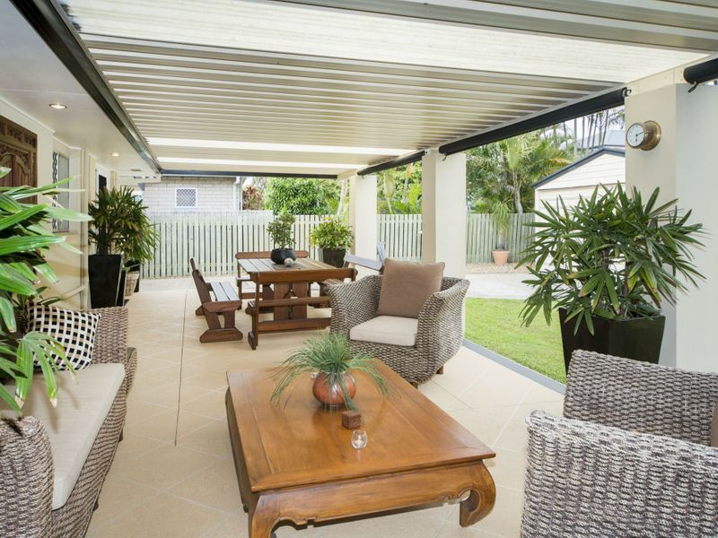 FULLY RENOVATED 2 BEDROOM + STUDY HOME IN THE HEART OF PARADISE POINT WITH PLENTY OF ROOM TO PARK THE BOAT OR TRAILER