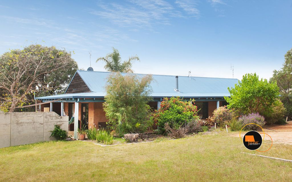 SECLUDED 2.5 ACRE RURAL-RESIDENTIAL HIDEAWAY (SO CLOSE TO DUNSBOROUGH)