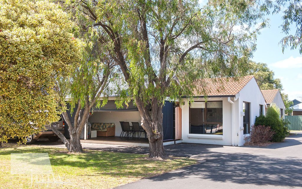 HOLIDAY IN YOUR OWN QUINDALUP BEACH COTTAGE