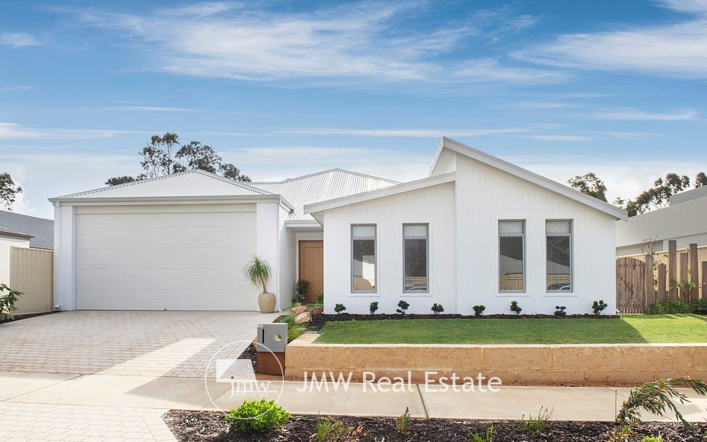 FAMILY HOME WITH FAIRWAY OUTLOOK