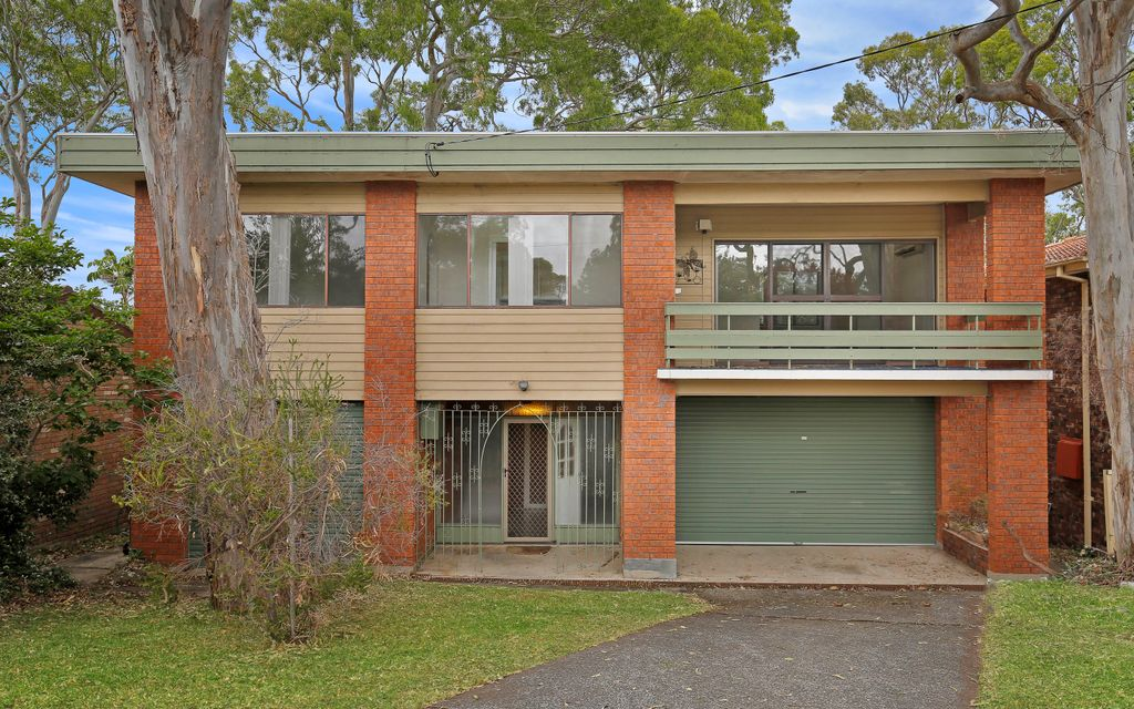 LARGE FAMILY HOME AMONG THE GUM TREES!