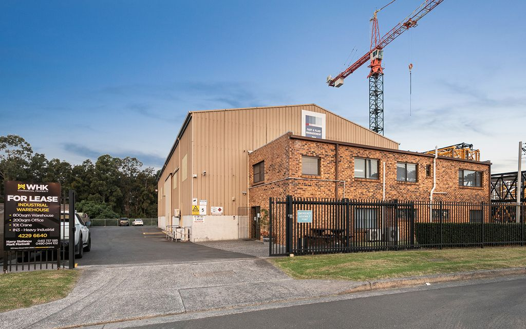 INDUSTRIAL WAREHOUSE WITH CRANE & OFFICES