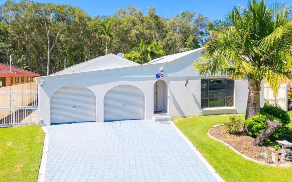 SECURE AND PRIVATE FAMILY HOME NEAR THE BROADWATER