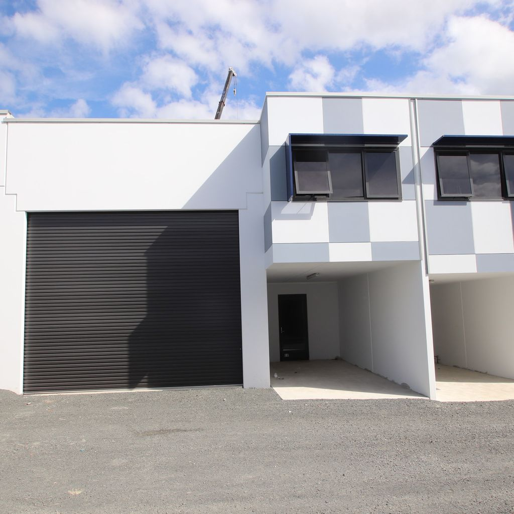 Brand NEW Concrete Panel High Clearance Warehouse in A Class Complex