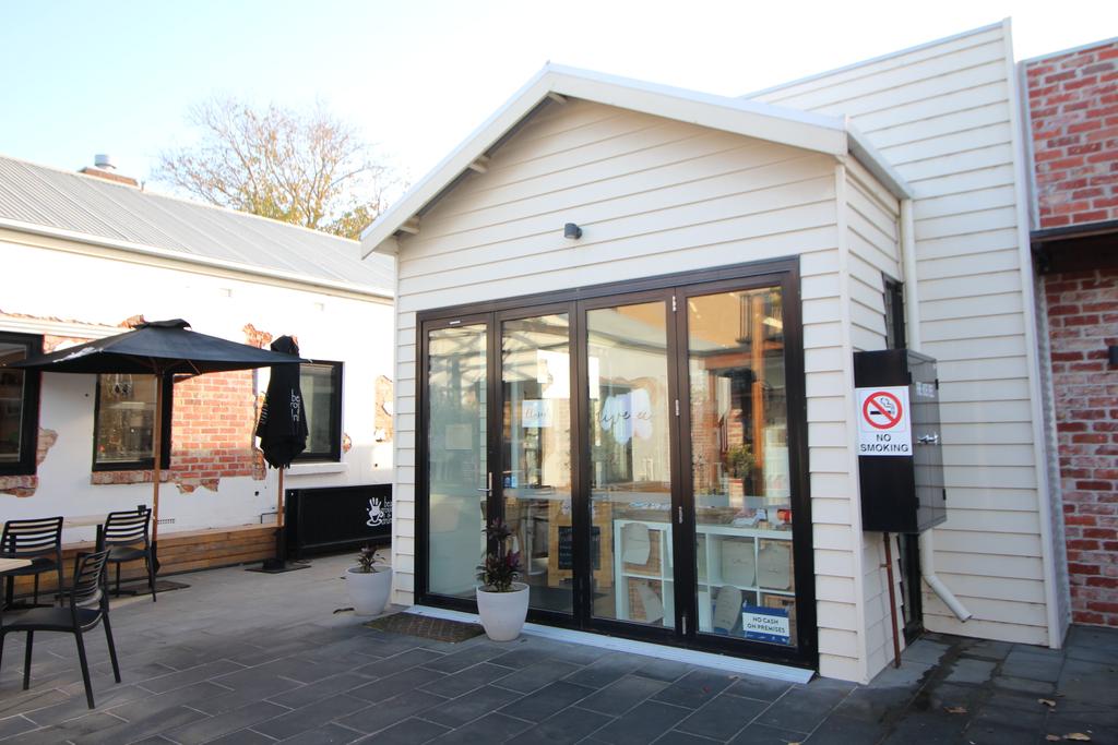 Fantastic Retail Shop in Pakington Street, Geelong West