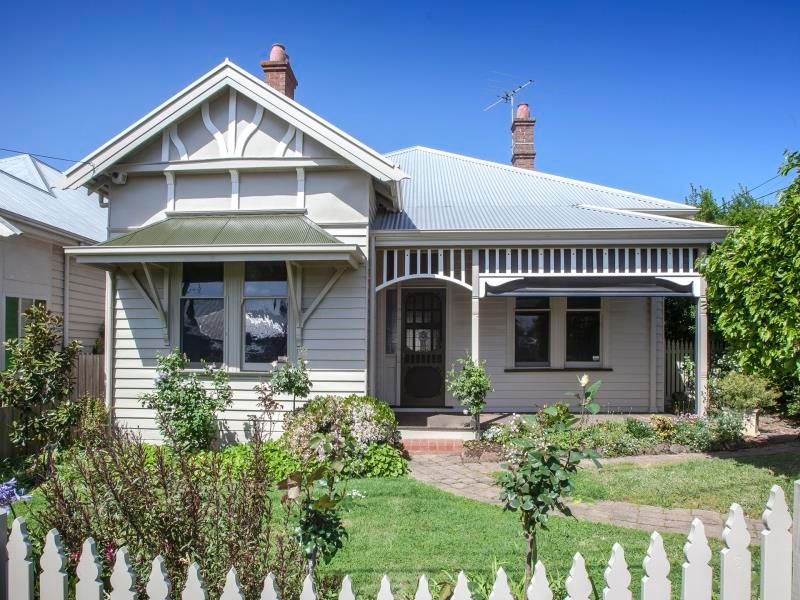 IMMACULATE 4 BEDROOM HOME IN THE PERFECT LOCATION
