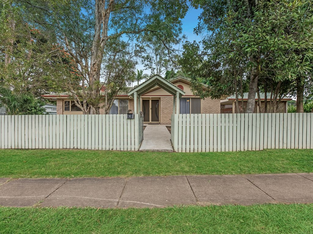 LARGE PARCEL OF LAND, PERFECTLY PRESENTED HOME