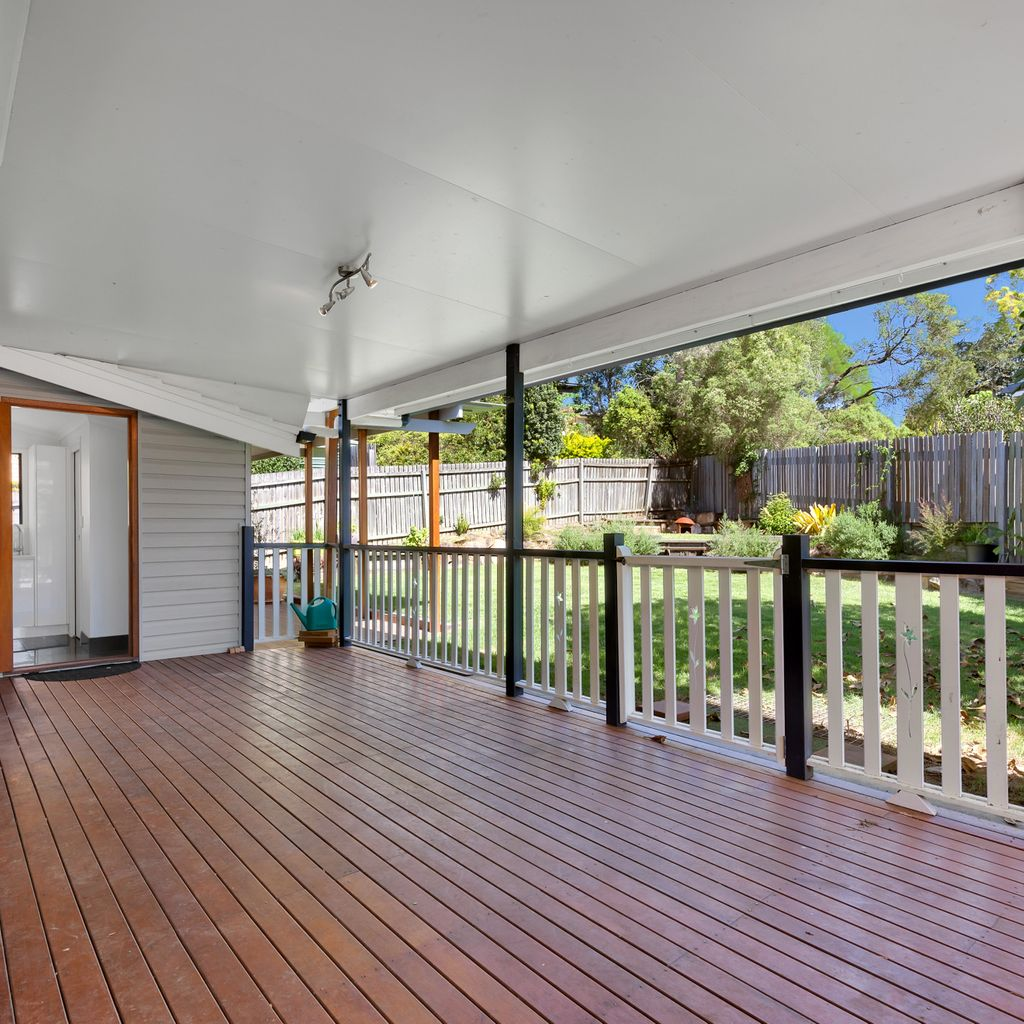 Views, low maintenance and ready to move in. Win, win, win!