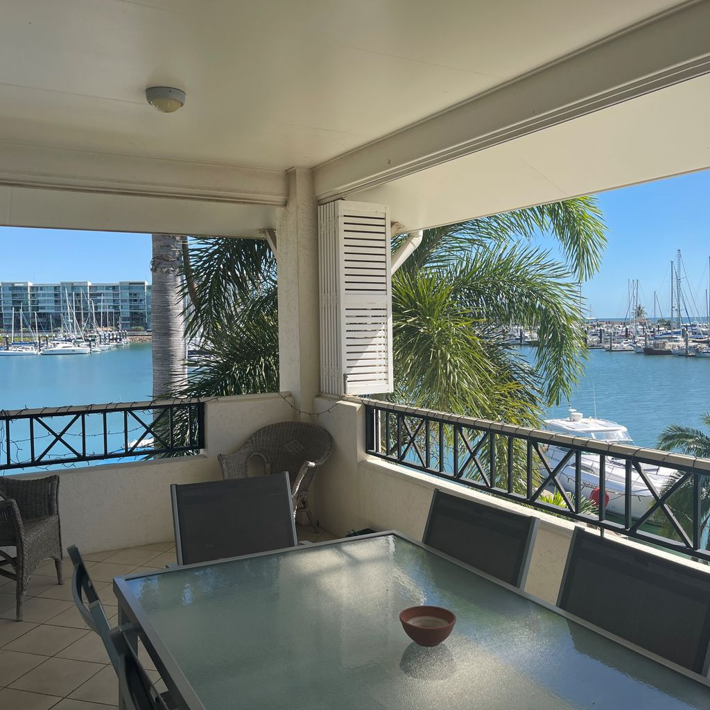 FULLY FURNISHED UNIT WITH MARINA VIEWS!