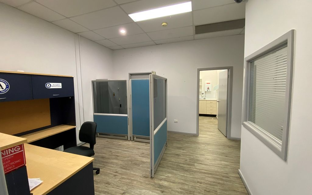 156 SQM GROUND FLOOR OFFICE SPACE WITH PARKING