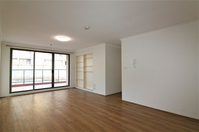 DEPOSIT TAKEN | Freshly painted 3 bedroom apartment with new floorboard, close to station