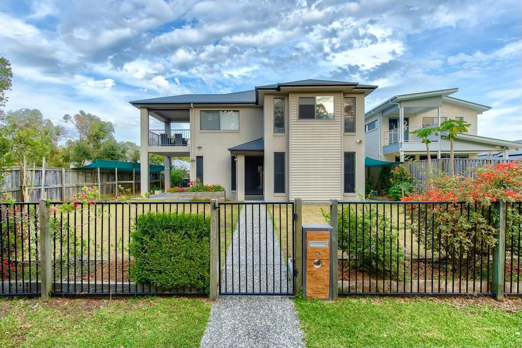 Gorgeous House with Parkland views!!!