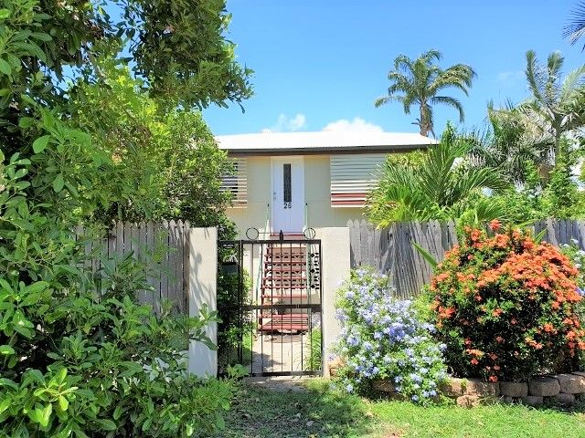 QUEENSLANDER WITH GREAT STREET APPEAL – ON THE DOORSTEP TO THE CITY HEART.