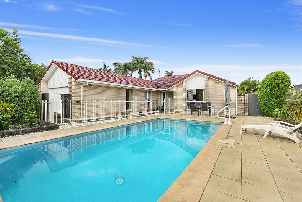 Family entertainer with pool in the popular Buderim Meadows