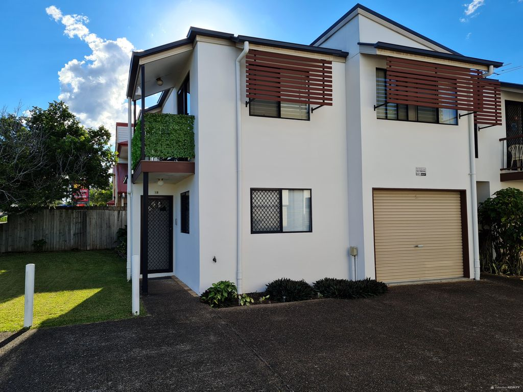 2 Bedroom with extra living area upstairs