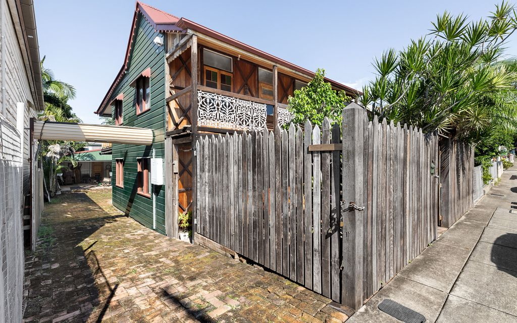 2 Story Cottage in the Cosmopolitan Heart of Brisbane