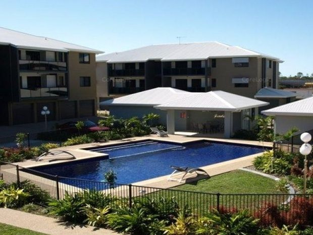 2 bedroom unit in popular complex near Hospital, Uni and Army base