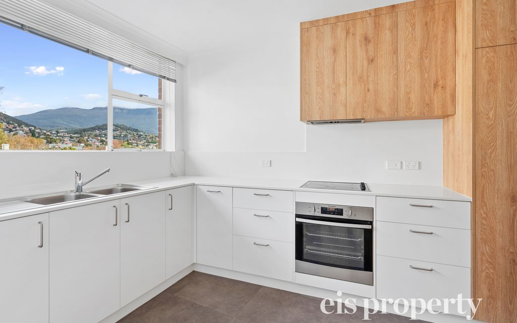 Great Location Sandy Bay Apartment